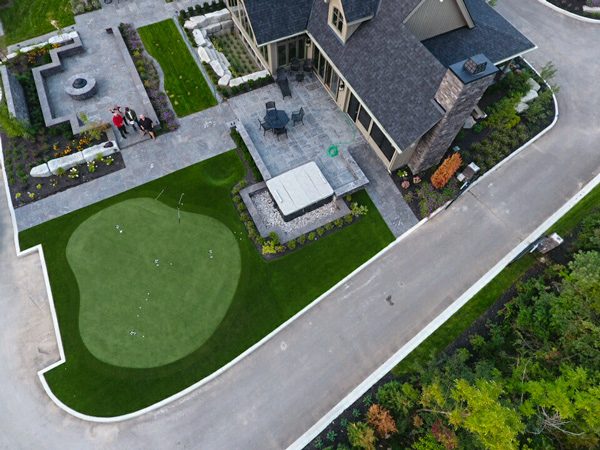 Blue Mountain Residence patio and putting green